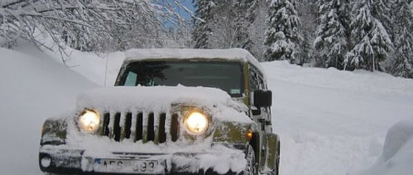 4 wheel drive vehicle in the snow